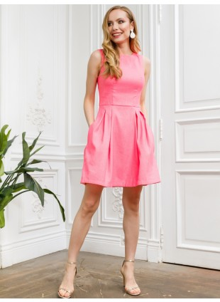 Sommerkleid in strahlende Farbe